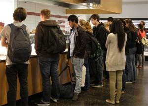 Studenten, mehr Hunger: Die Warteschlangen in den Mensen werden länger. Foto: Adriane Palka
