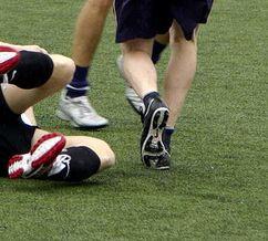 Fußball ist ein harter Männersport - oft werden Homosexuelle als nicht hart genug dafür angesehen. Quelle: flickr.com/digitoxin