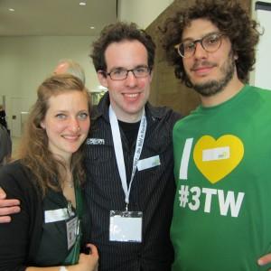 Eva Mirer Bröckelmann mit Robert Wendt und Lucas Andreatta.