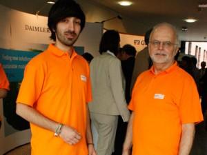 Holger Decker (rechts im Bild) und Alexey Egorov haben viele zu tun. Über 300 Besucher werden zur Messe erwartet.