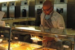 Eigentlich betreibt Kevin von Holt eine Kochschule in Hamburg.