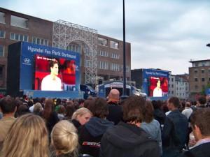 Die Fußball-Fans in Dortmund können die EM-Spiele auf dem Friedensplatz anschauen. Fotos: Ramesh Kiani
