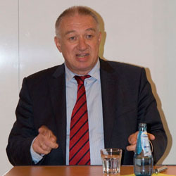 Prof. Dr. Gustav Horn berät das EU Parlament in fiskalpolitischen Fragen und plädiert für die Einführung von Eurobonds.
