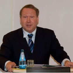 """Prof. Dr. Max Otte hat das Buch """"Der Crash kommt"""" geschrieben und argumentiert gegen Eurobonds."""