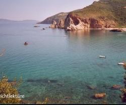 """Insel statt Parlament: Die rechtsextreme """"Goldene Morgenröte"""" möchte alle Politiker, die den Sparplänen für Griechenland zustimmen, dorthin verbannen. Foto: Christian Teichmann"""