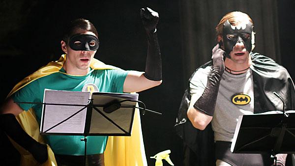Batman und Robin retten (mal wieder) die Welt. Fotos: ROTTSTR5 Theater