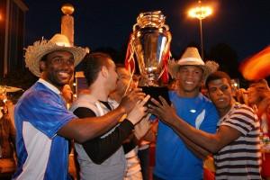Auch die Italiener möchten den Pokal in der Hand haben.