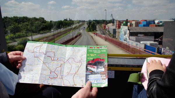 Orientierungslos durch Dortmund? Bei der Fahrt im Touribus findet jeder die (wenigen) Sehenswürdigkeiten. Fotos: Julia Neumann