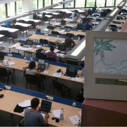 Der Ort des Lernens und des Schwitzens: die Bibliothek.