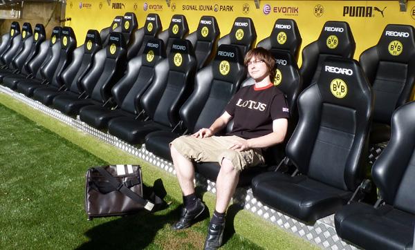Mitten im Stadion bin ich dem Mythos der Borussia auf der Spur. Noch muss ich auf der Gästebank platznehmen. Fotos: Jonas Fehling