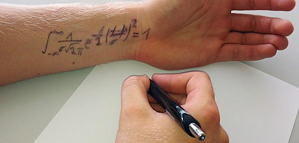Letze Rettung - die Formelsammlung auf dem Arm.