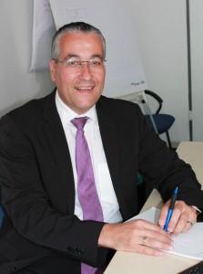 Dirk Vohwinkel von der IHK berät in Sachen duales Studium und Ausbildung. Bild: Mira Fricke