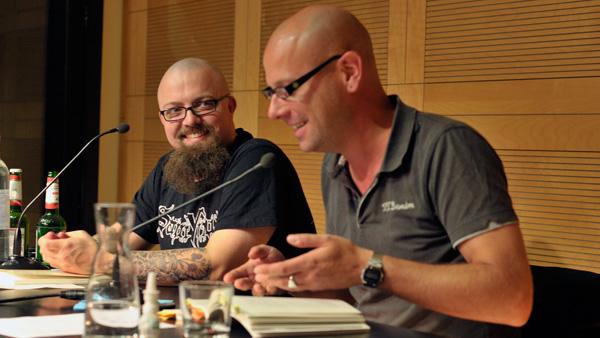 Erzählen von Corned Beef und IKEA-Taschen: Tobias Wimbauer (l.) und Mirko Kussin. Fotos: Jana Fischer