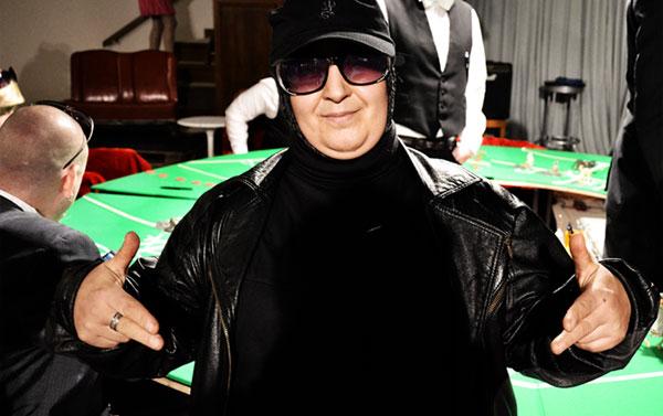 Schwarzer Engel am Pokertisch
