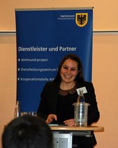 Diplom-Psychologin Laura Teichmann spricht bei der Auftaktveranstaltung