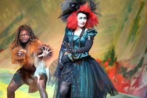 Die böse Hexe sticht mit ihrem Kostüm ins Auge. Foto: Birgit Hupfeld