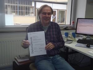 Werner Kahmann heute an seinem Arbeitplatz - als stolzer Diplomingenieur. Foto: Jennifer Kotte