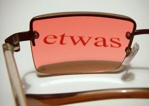 Wenn wir etwas durch die rosarote Brille sehen, nehmen wir nur die Vorteile wahr. Negatives wird ausgeblendet. Foto: gesad/pixelio
