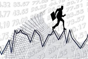 Die Zinsen können bei Studienkrediten von Anbieter zu Anbieter stark variieren. Foto: Gerd Altmann/Shapes:AllSilhouettes.com/pixelio.de