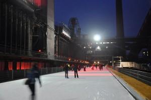 Eislaufen unter freiem himmel auf der Zeche Zollverein. Foto: Karolin Grell