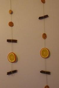 Zimt und Orangen als Türschmuck.
