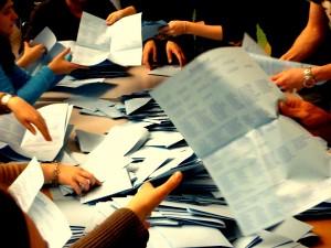 Bis in die Nacht wurden die Stimmen ausgezählt. Etwa zwölf Prozent der Studenten hatten ihre Stimme abgegeben. Foto: Lisa Weitemeier