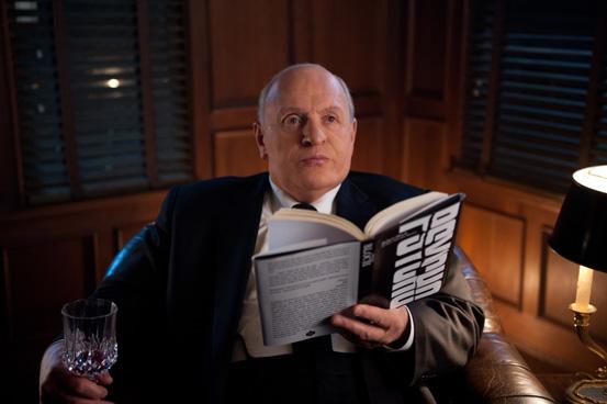 Der Regisseur ist sofort begeistert von dem Buch.
