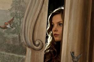 Hinter geschlossen Türen lebt die junge Claire.