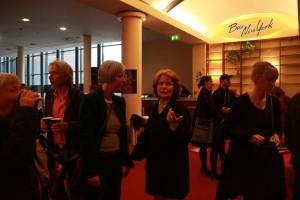 Kuratorin Betty Schiel und Festival-Leiterin Silke Johanna Räbiger eröffnen das Filmfestival