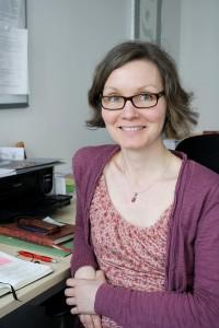 Jeannette Kratz, selbst zweifache Mutter, kennt sich mit den verschiedenen Finanzierungsmöglichkeiten für Studierende mit Kindern aus. Teaserbild und vier Fotos: Timm Giesbers