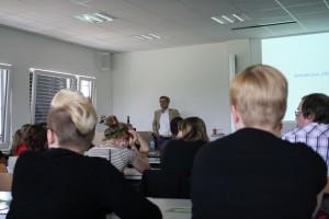 "Gut 60 Studenten hörten Sven Remers Vortrag zu ""Social Banking""."