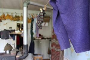Gottfried hängt seine Wäsche zum Lüften auf. Fotos: Leonie Schwarzer