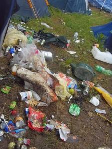 """Viele Festivalbesucher nehmen es mit der Müllentsorgung nicht so genau, die """"Green Camping""""-Zonen sollen dem entgegenwirken. Fotos und Teaserbild: Franziska Jünger"""