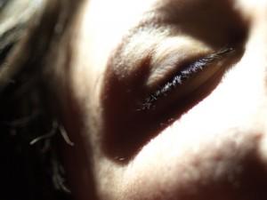 An der Augenbewegung unter dem Lid kann man erkennen, in welcher Schlafphase sich der Schlafende befindet. Foto: pixelio.de/Michael Jurek