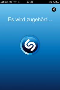 Shazam hört Lieder an - und spuckt Titel und Interpreten wieder aus. Screenshot: Annabell Brockhues
