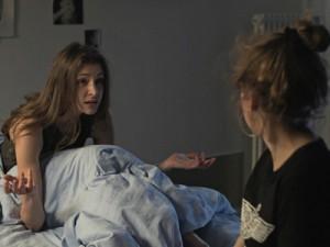 Serienfigur Kate hat sich selbst in die Psychiatrie eingewiesen, um ihre Identität außerhalb von Facebook zurück zu bekommen. Foto: ARTE Presse