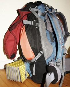 Tobi Rosswog führt ein Leben ohne Geld. In dem Trekkingrucksack ist alles, was er besitzt.