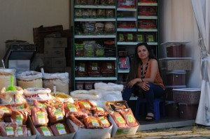 Ilknur aus Bochum verkauft frische türkische Gewürze und Nüsse. Foto: Carolin Weische