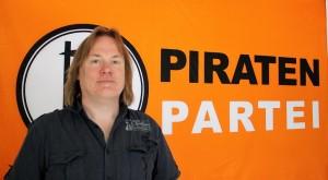 Der Dortmunder Direktkandidat der Piraten, Dieter McDevitt, glaubt die Wähler mit der Forderung nach einer transparenten Umgestaltung der politischen Strukturen zu überzeugen. Foto: Giesbers