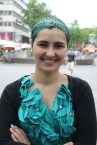 Marta kommt zwar gebürtig aus Portugal, doch lebt sie schon sehr lange in Deutschland. Sie hat deshalb eine andere, viel positivere Meinung von Deutschland als viele ihrer Landsleute.