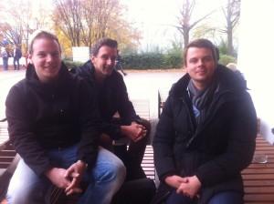 Mario, Kai und Wilhelm diskutieren über den Abhörskandal um Angela Merkel.