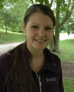Theresa Hummel studiert im 3. Semester Rehabilitationswissenschaften und ist zufrieden mit ihrer Wahl, obwohl sie eigentlich Psychologin werden wollte.