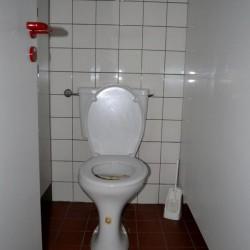 In der Bochumer Audimaxtoilette ist es wenigstens nicht so eng wie in Dortmund!