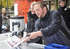 Jascha Stümmler bei der Stupa-Wahlwerbung