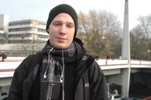 Alexander studiert Chemie-Ingeneurwesen.