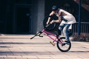 Eins mit seinem Rad: BMX-Profi Kevin Nikulski Quelle: Fritz Fechner Fotografie