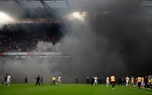 Verqualmtes Fußballspiel (c) Thomas Zimmermann