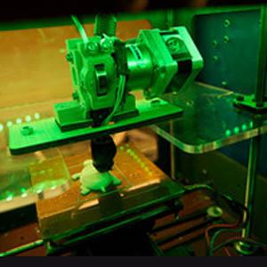 Der 3D-Drucker baut ein Objekt von unten nach oben auf. (Foto: kakissel/Flickr.com)