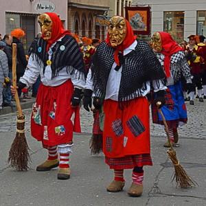 Rosenmontagszug. Die Hexen verjagen die bösen Geister. Foto: Rudolpho Duba /pixelio.de