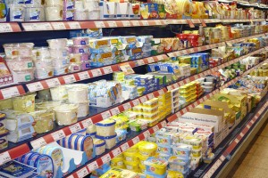 Bevor wir ein Produkt im Supermarkt kaufen können, wird erst einmal getestet, ob es auch gut ankommt. Foto: siepmannH  / pixelio.de